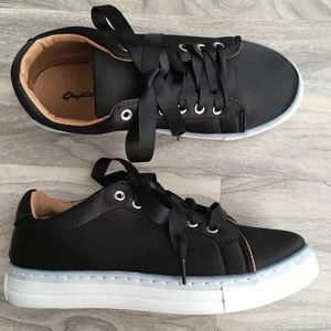 Qupid Satin sneakers 6 nwt